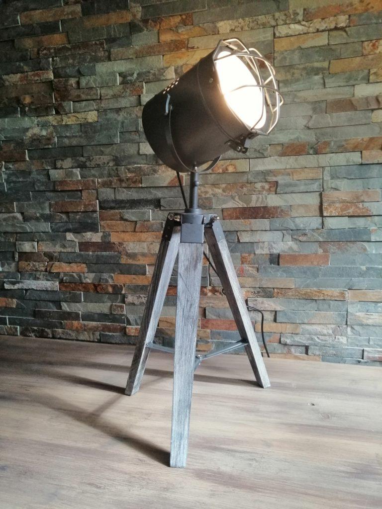 Spot projecteur grillagé sur trépied location luminaire 37 tours indre et loire région centre luminaire
