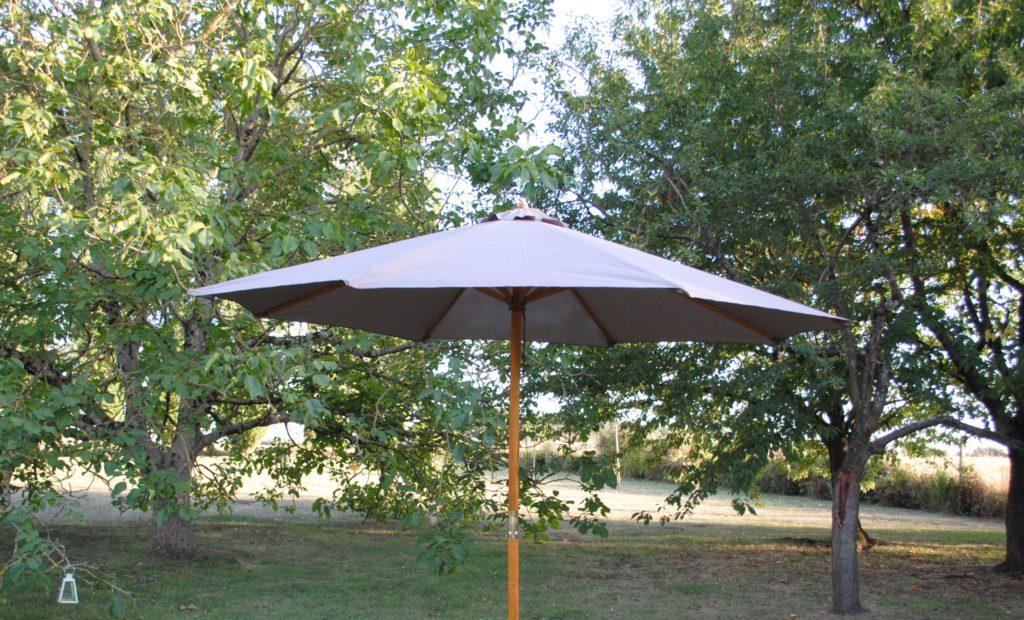 Location parasol centré wood bois de bambou Tours 37 indre et loire