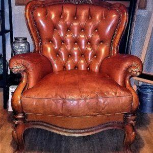 Fauteuil baroque cuir et bois Location mobilier événements mariage Tours 37 indre et loire
